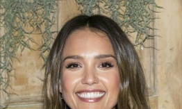 Jessica Alba y Michelle Obama ganan los Webby Awards